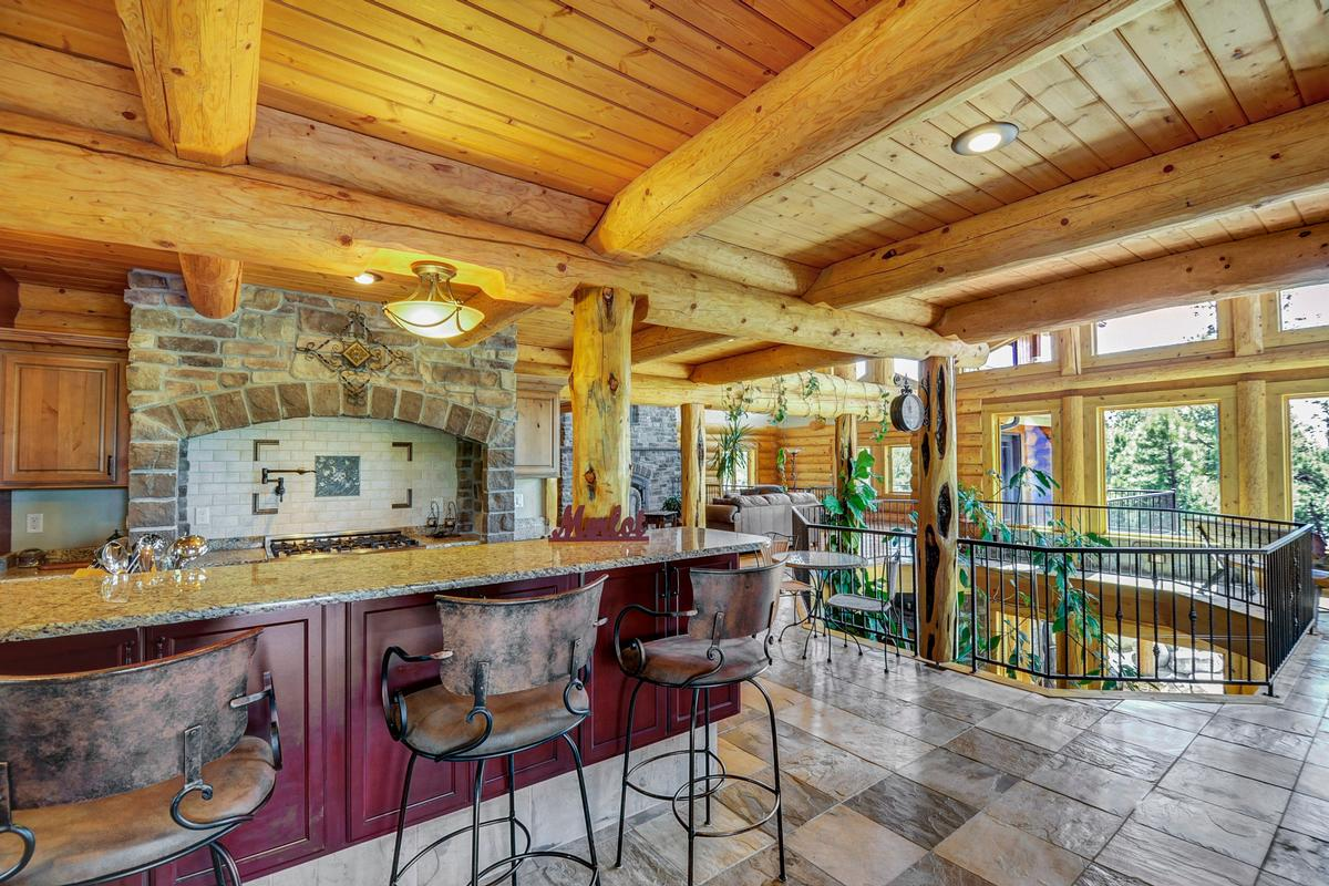 Mansions Elegant Log Design on 10-plus Acres