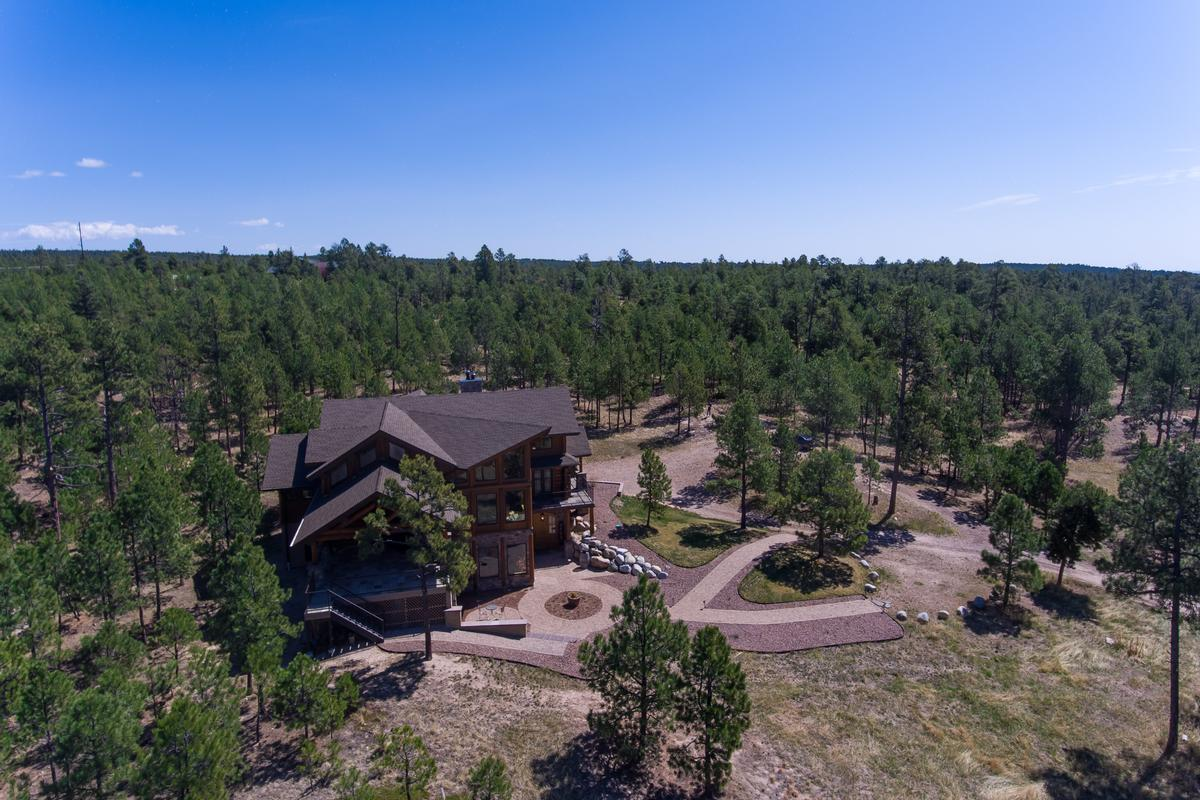 Luxury real estate Elegant Log Design on 10-plus Acres