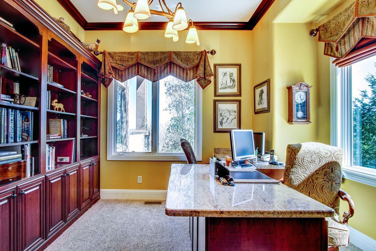Luxury homes Broadmoor Resort Perfection