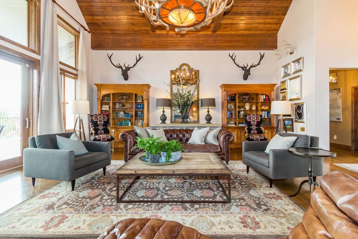 Luxury properties Executive Estate Captures Pikes Peak