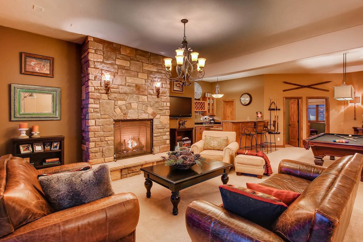 Mansions Executive Estate Captures Pikes Peak