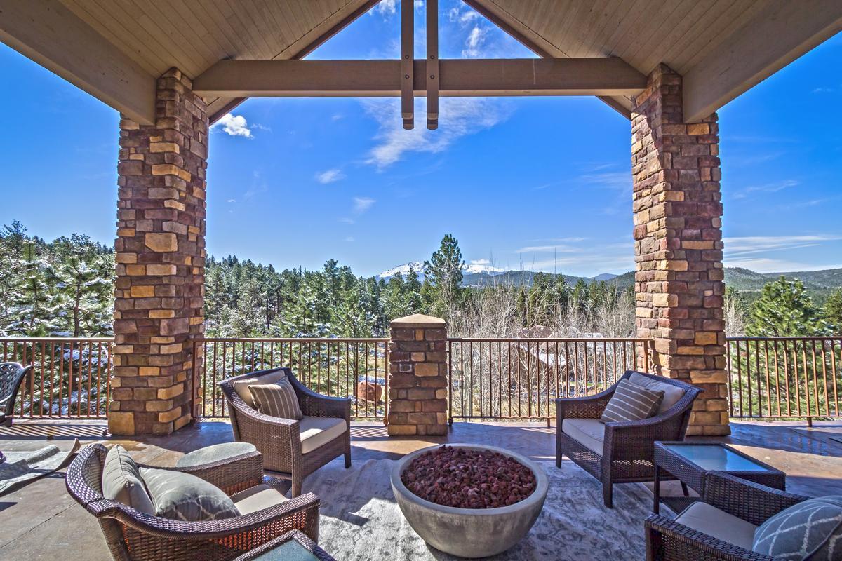 Luxury real estate Executive Estate Captures Pikes Peak