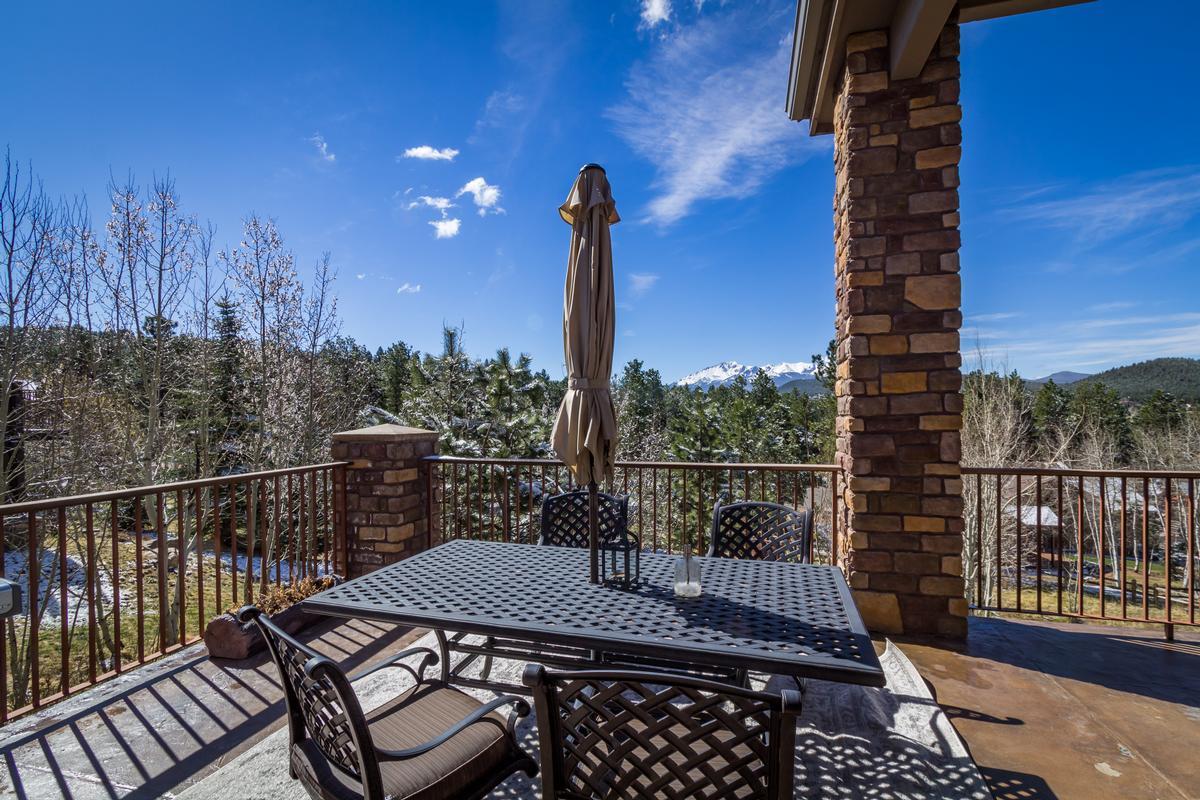 Mansions in Executive Estate Captures Pikes Peak