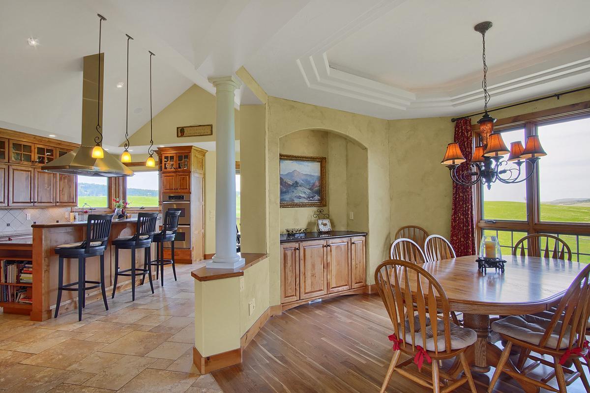 Luxury properties Award Winning Mountain Design on 40 Acres
