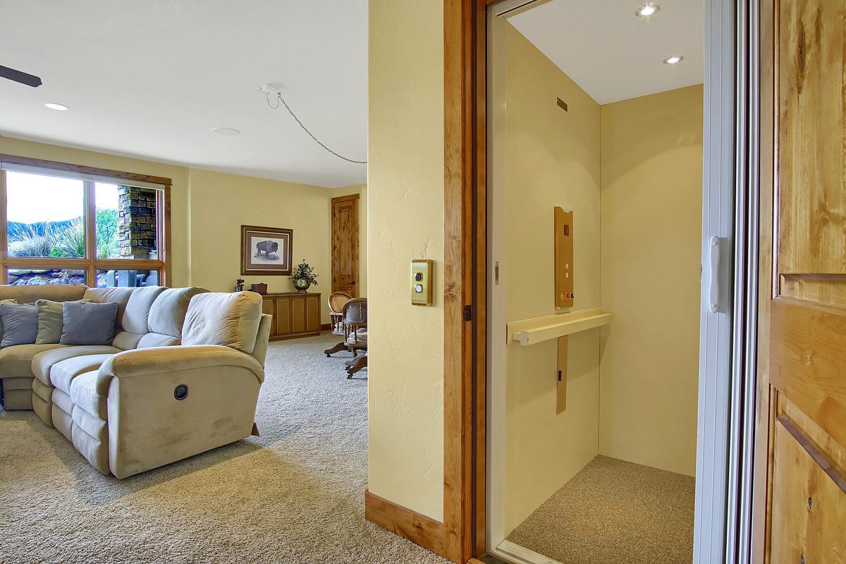 Luxury homes Award Winning Mountain Design on 40 Acres
