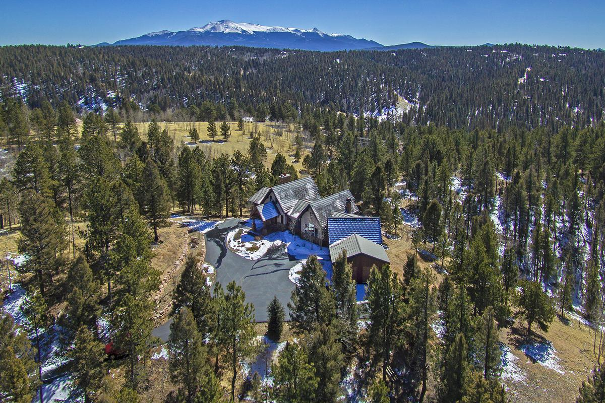 Extremely private Colorado Mountain Estate luxury homes