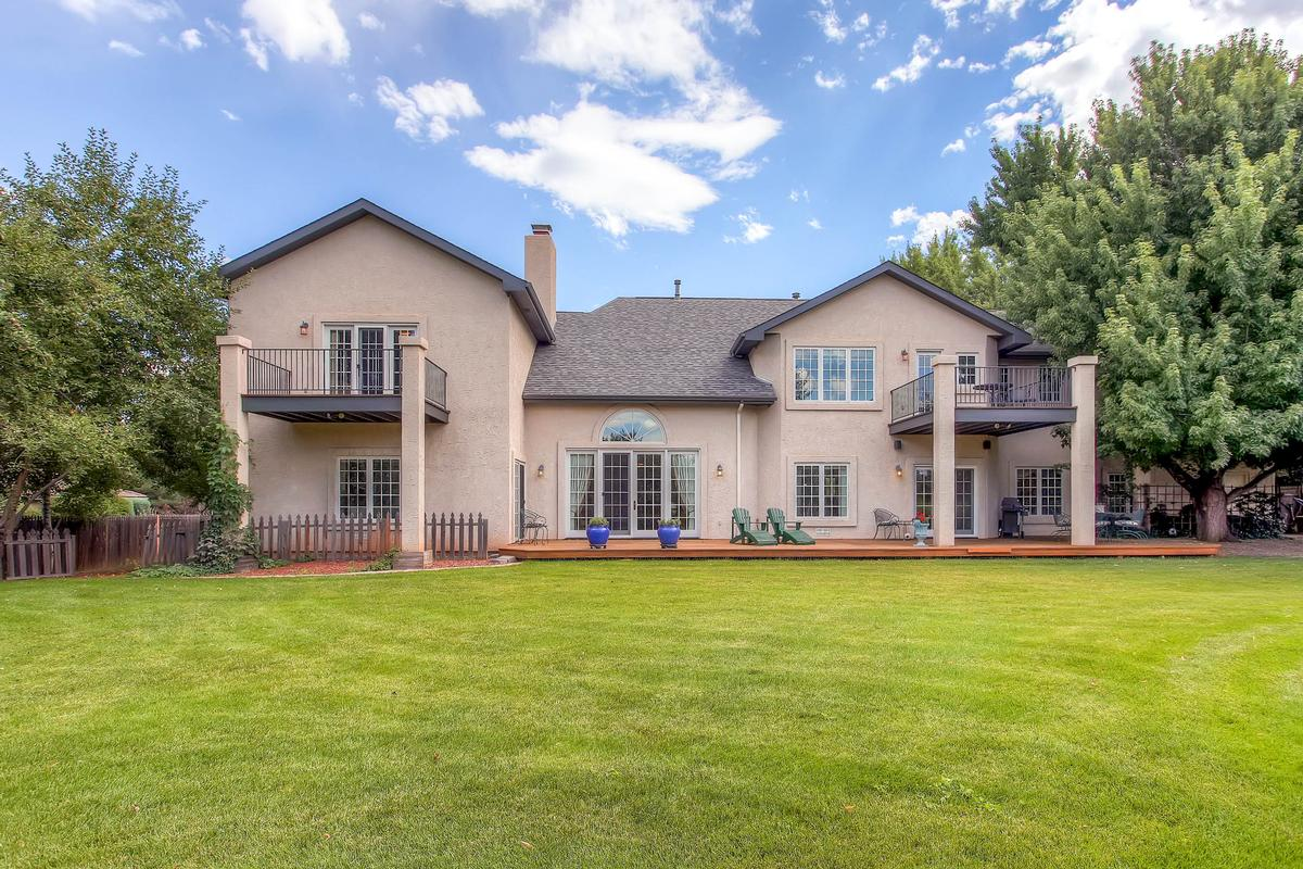 Luxury homes in Private Broadmoor Estate on Prime Lot