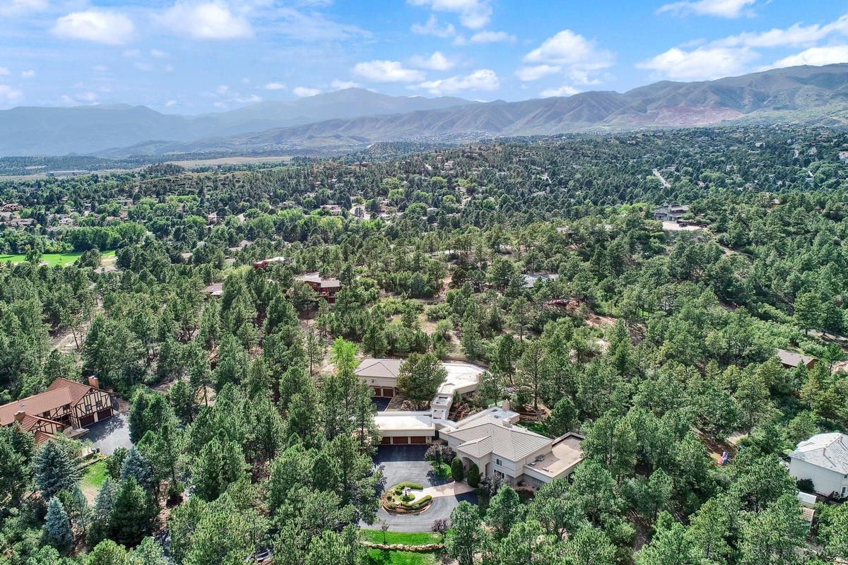 Mansions Resort-Style Home in the Heart of Colorado Springs