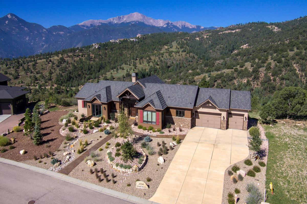 Luxury homes Outstanding ranch style home on 1.3 acres