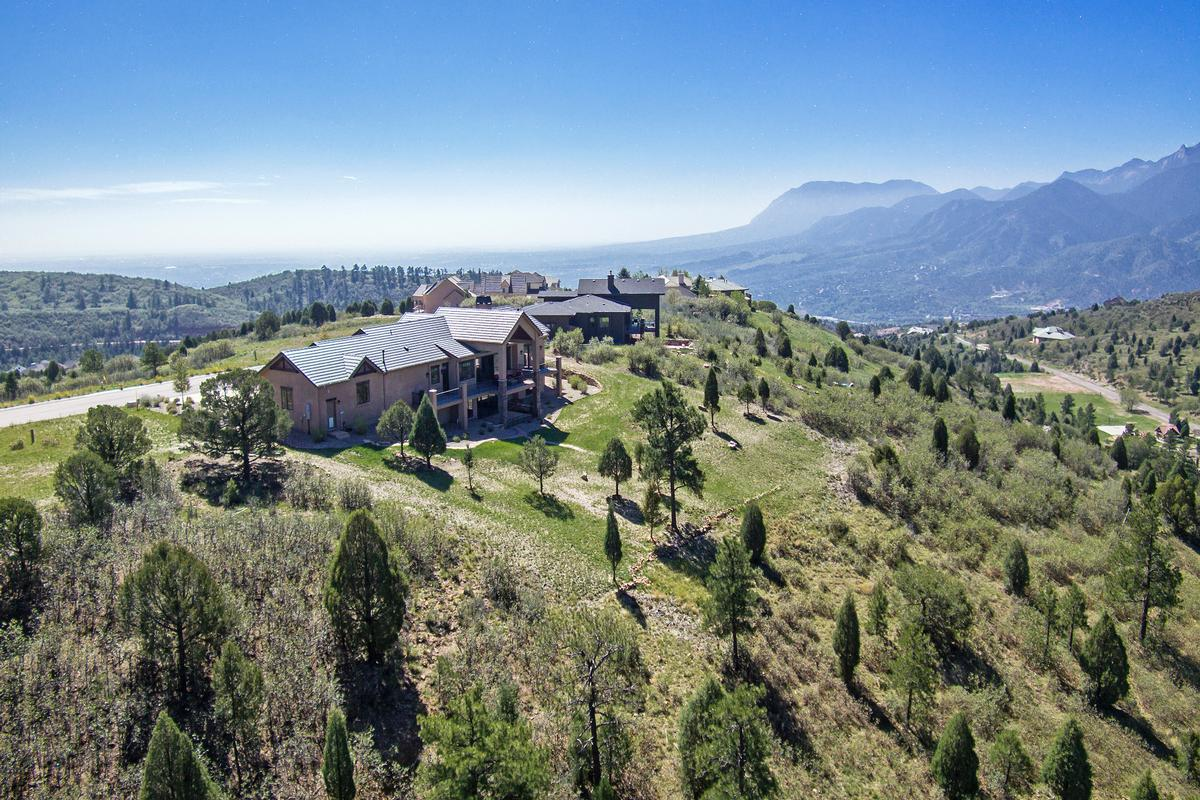 Luxury properties Outstanding ranch style home on 1.3 acres
