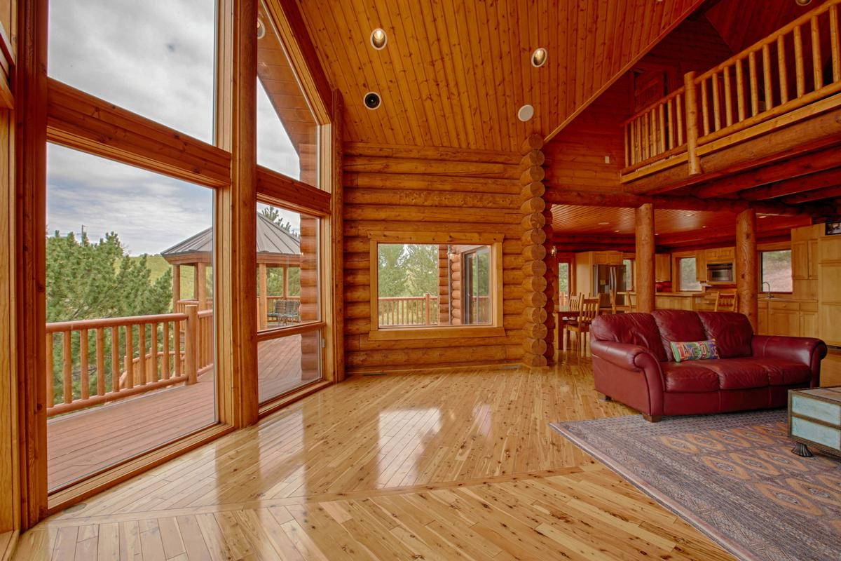 Luxury properties Luxury Log Home at Lake McConaughy