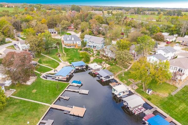 Luxury homes Amazing first tier lake lot has views of the lake