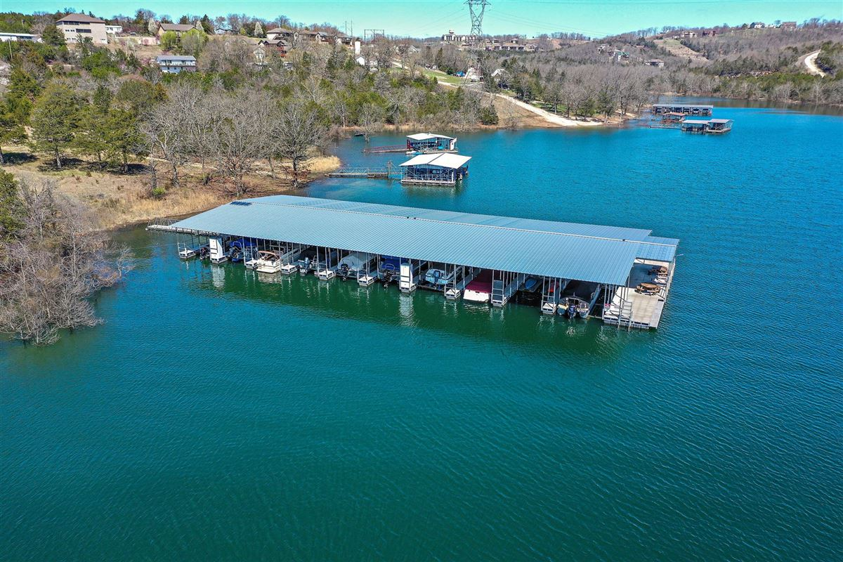 Luxury homes Beautiful executive estate located on Table Rock Lake