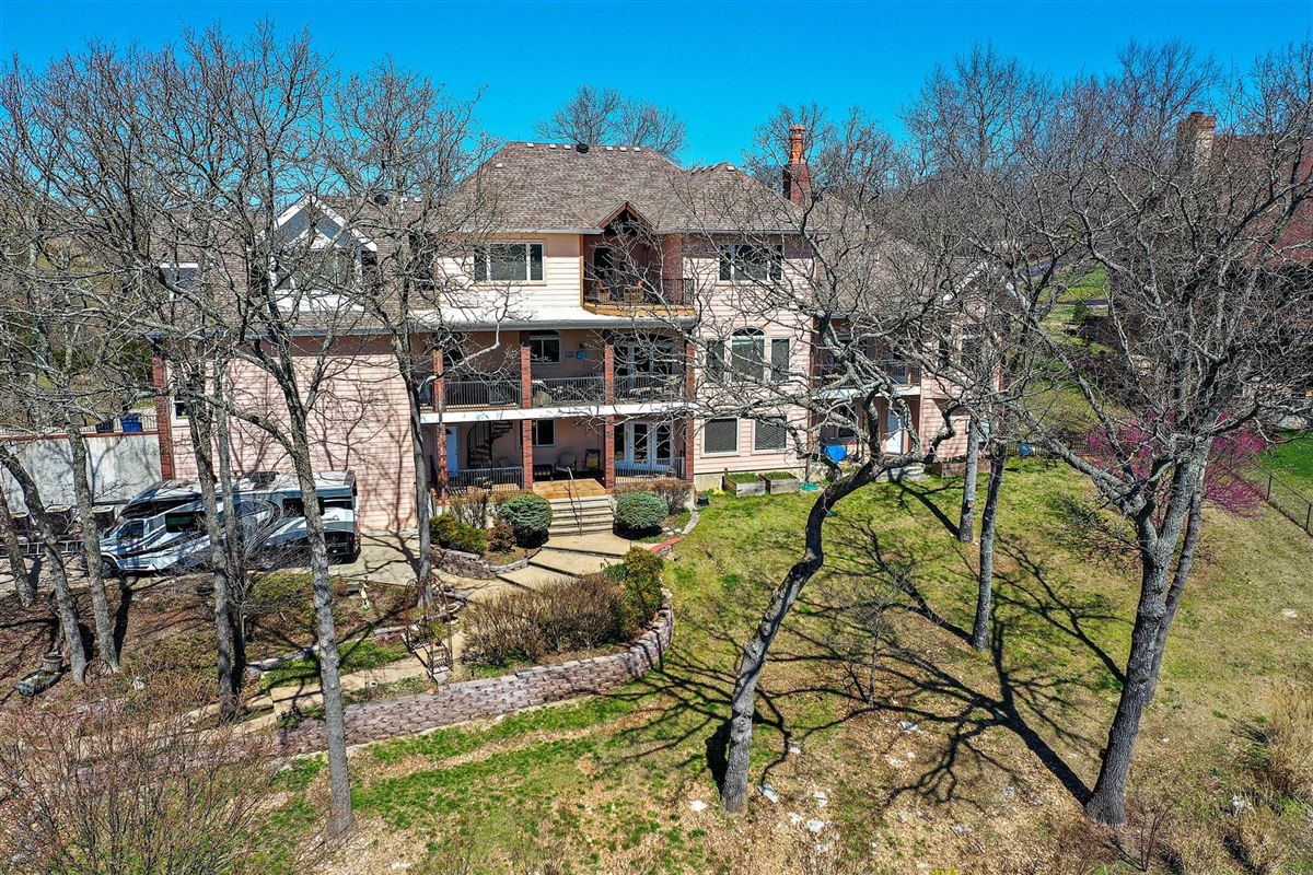 Beautiful executive estate located on Table Rock Lake luxury homes
