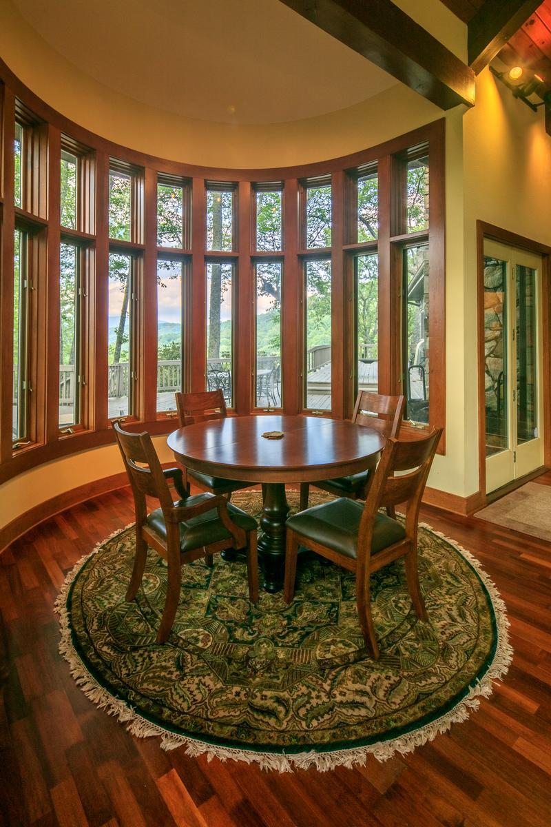 910 Dutch Creek luxury homes