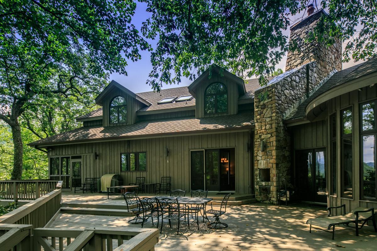 910 Dutch Creek mansions