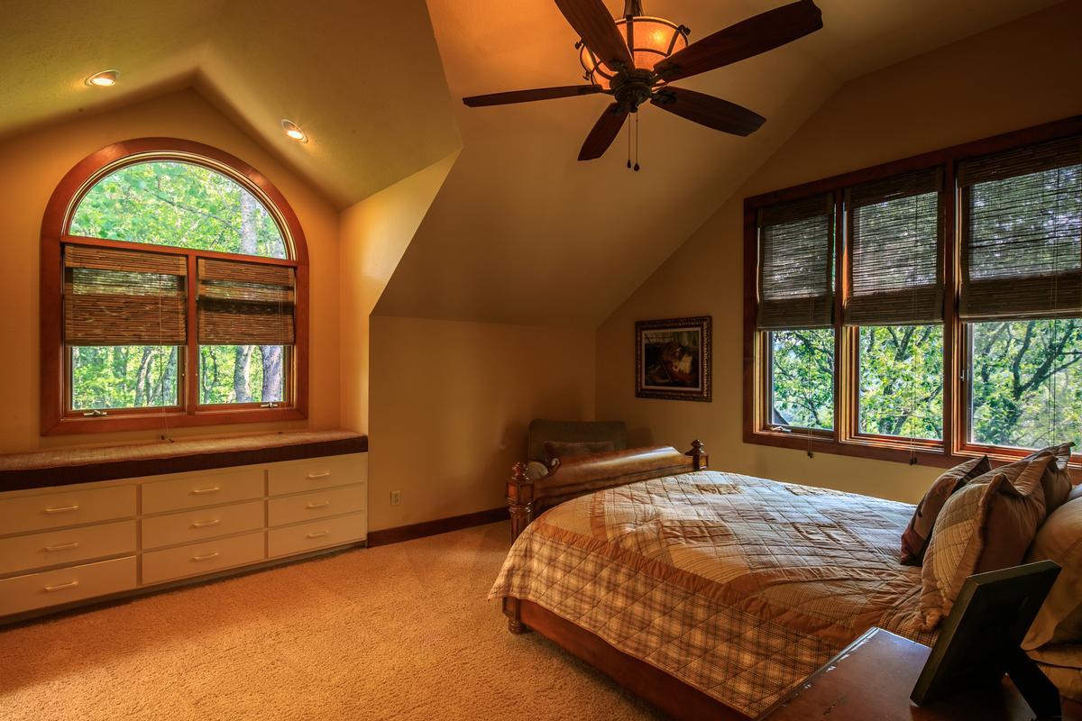 Luxury homes 910 Dutch Creek