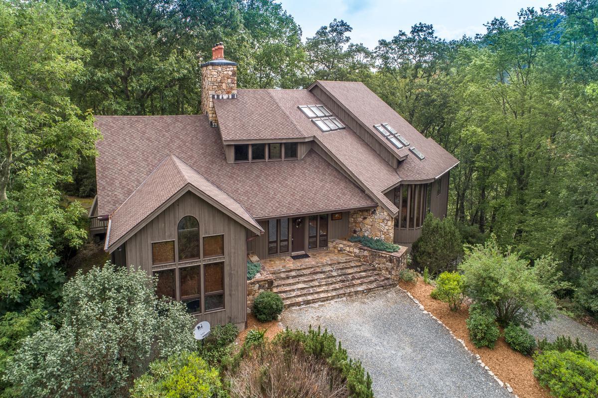 Mansions in 910 Dutch Creek