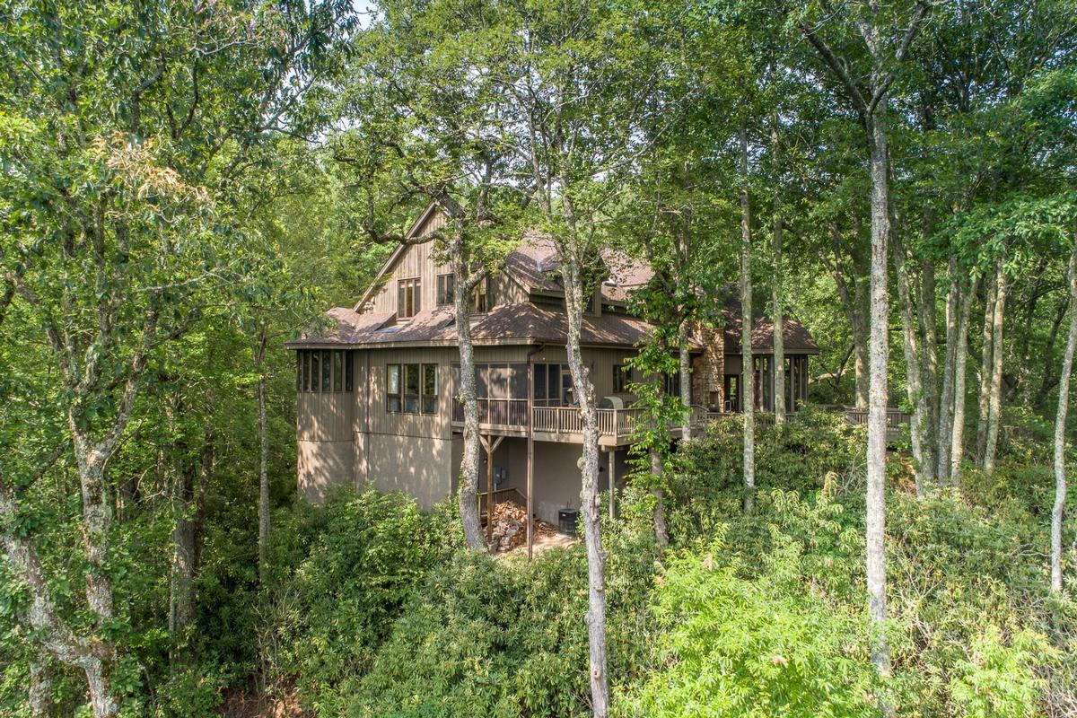 Luxury homes in 910 Dutch Creek