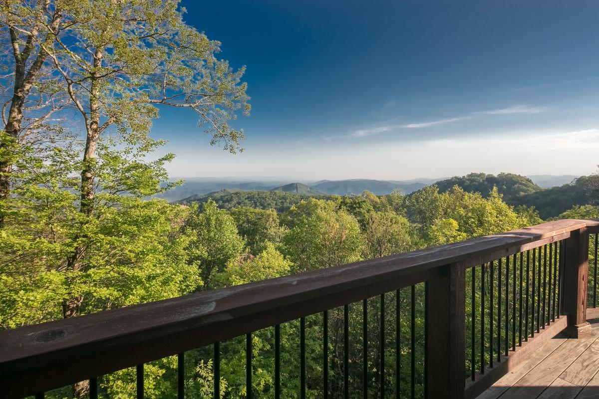 Panoramic Views of John River Gorge luxury properties