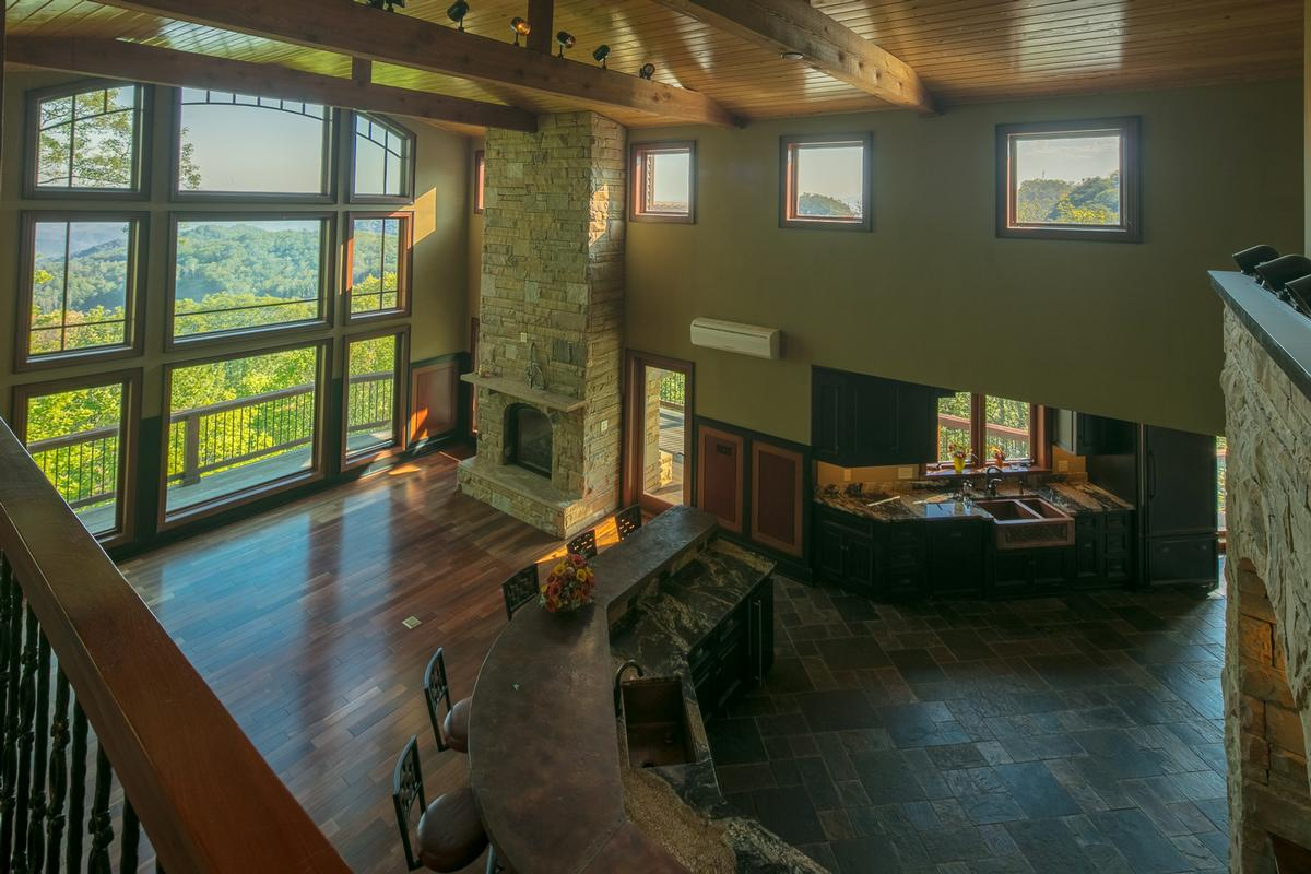 Luxury homes Panoramic Views of John River Gorge