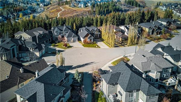 sought after location in Discovery Ridge luxury homes