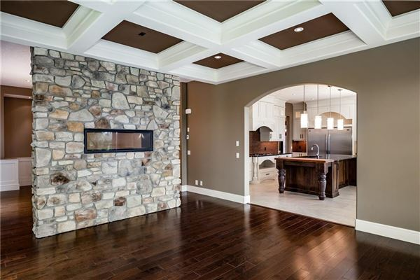 amazing executive home in Bearspaw Valley luxury properties
