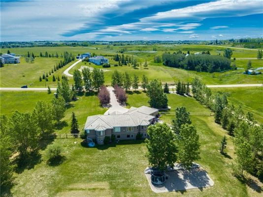 Luxury real estate Country living with nearby city amenities