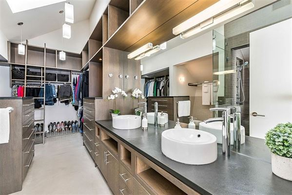 Luxury homes in MASTERPIECE by JEREMY STURGESS - FAMOUS AWARD-WINNING CANADIAN ARCHITECT