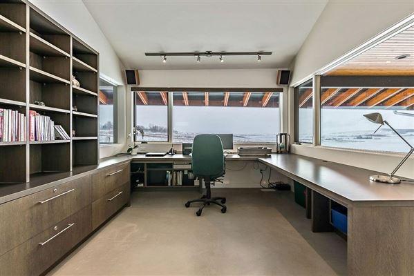 Luxury real estate MASTERPIECE by JEREMY STURGESS - FAMOUS AWARD-WINNING CANADIAN ARCHITECT
