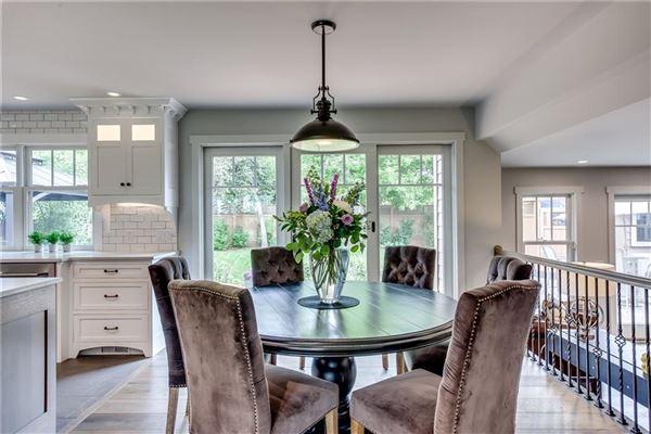 Mansions in elegant and unique home