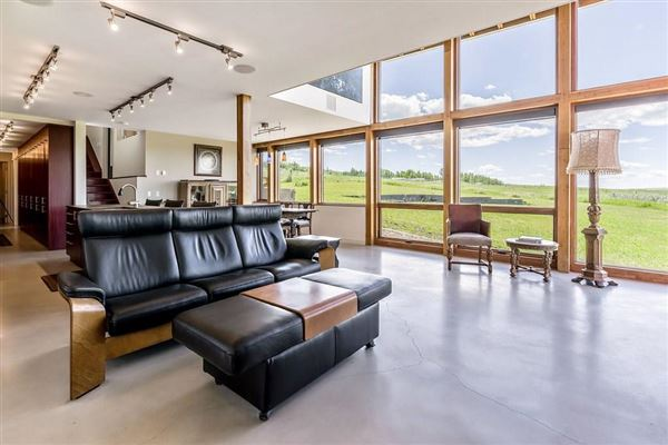 Luxury properties contemporary home in Canada