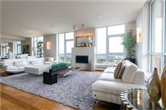 Luxury homes in magnificent penthouse living in Ovation