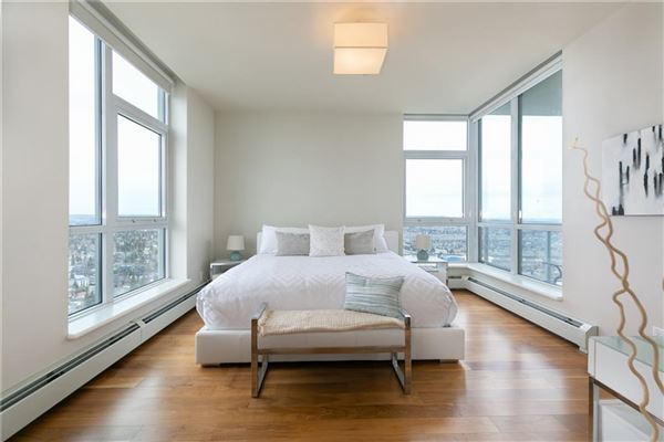 Luxury real estate magnificent penthouse living in Ovation