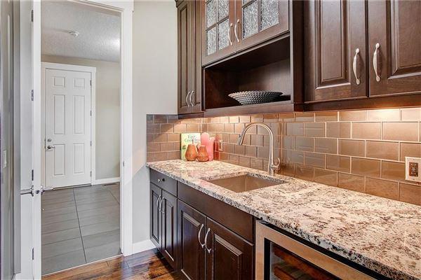 Luxury homes in prestigious community of Aspen Woods