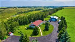 Mansions in this fantastic property boasts amazing mountains and coulee views