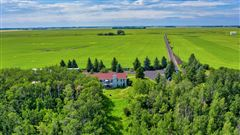 Luxury homes in this fantastic property boasts amazing mountains and coulee views
