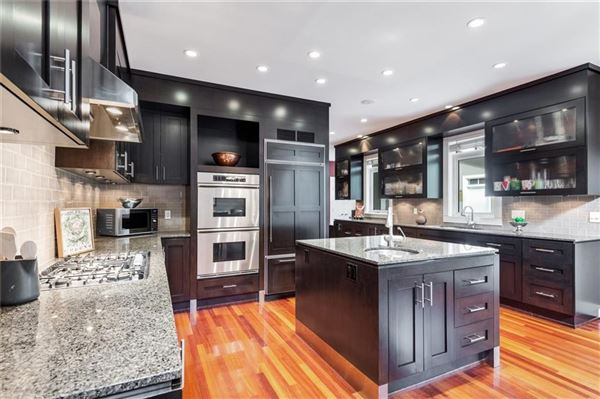 Luxury homes in an exclusive Upper Elbow Park enclave