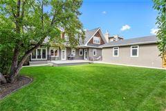 Mansions an exclusive Upper Elbow Park enclave