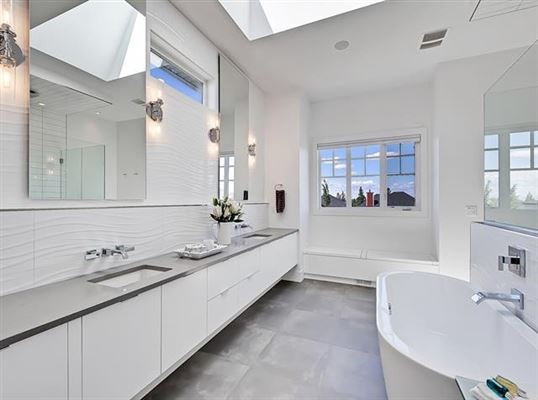 Luxury homes in 977 East lakeview RD