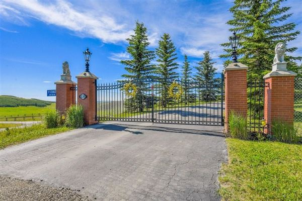 beautiful 40 acres with panoramic mountain views luxury homes