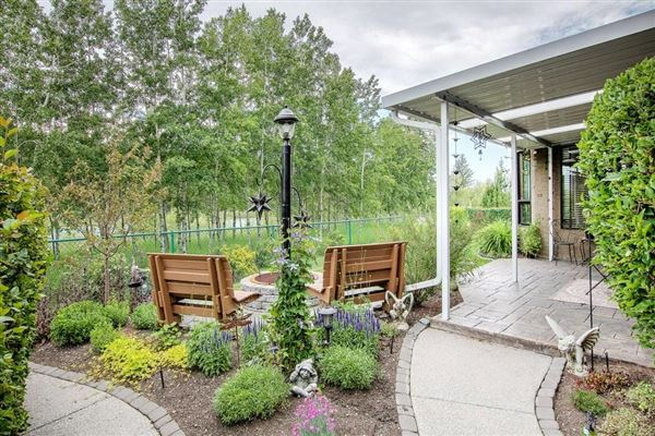 Luxury homes Spacious Walkout Bungalow on the Beautiful Bow River