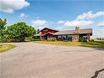 Luxury properties Airport property in rural foothills