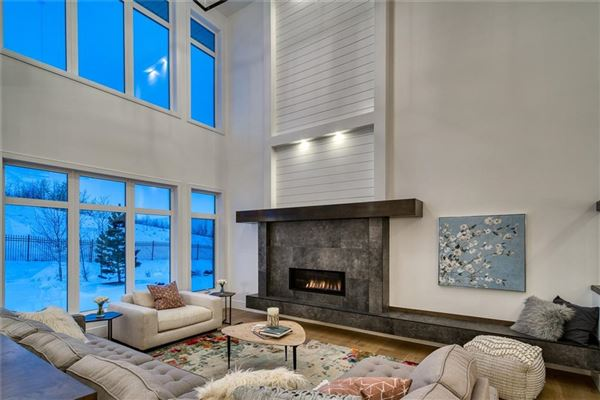 SOPHISTICATED ARCHITECTURE luxury properties