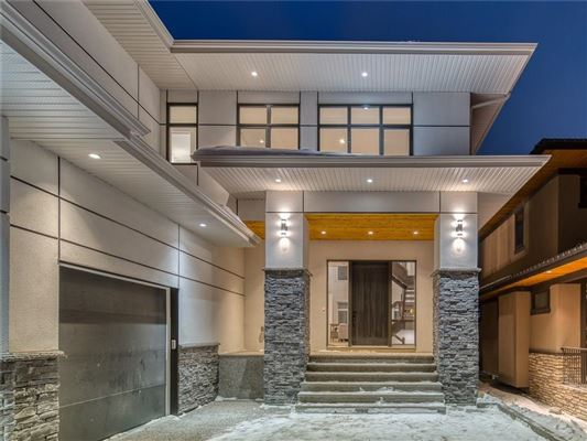 Luxury homes SOPHISTICATED ARCHITECTURE