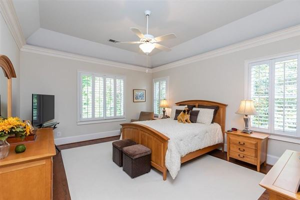 Luxury homes COMPLETELY Renovated entertainers delight