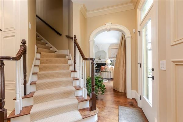 Mansions COMPLETELY Renovated entertainers delight