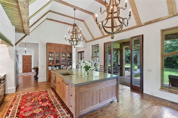 Mansions finely detailed estate home in Georgia