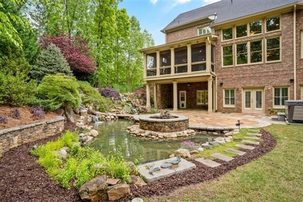Mansions in Overlook at Marietta Country Club - Golf Club Community