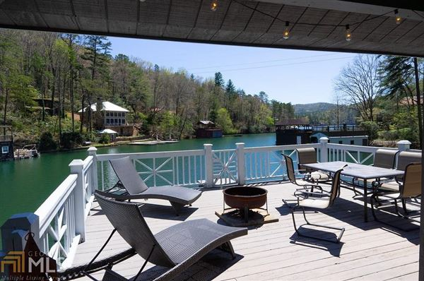 Luxury homes in cedar shake cottage on Lake Burton
